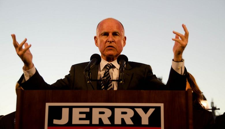 حاكم كاليفورنيا يشن هجوما على ترامب : كاذب واحمق