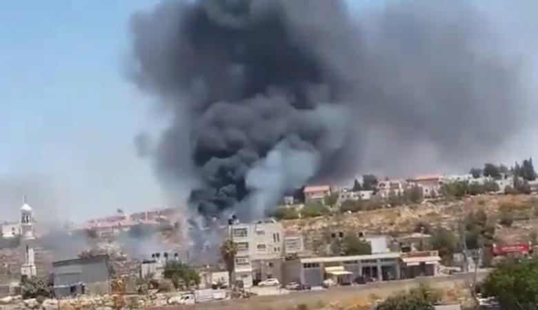 حريق كبير في مستوطنة بيت ايل شمال رام الله واخلاء لمنازل المستوطنين