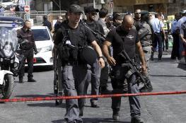 قوات الاحتلال تعتقل 4 شبان وسيدة من قرية العيسوية بالقدس