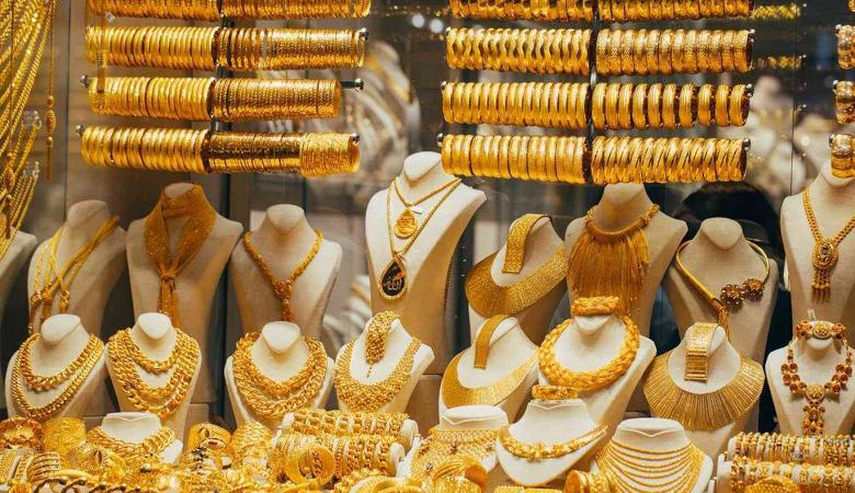 الذهب يتراجع بفعل ارتفاع الدولار
