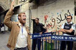 """المتطرف """"غليك """" يؤدي طقوساً تلمودية امام أبواب المسجد الأقصى"""