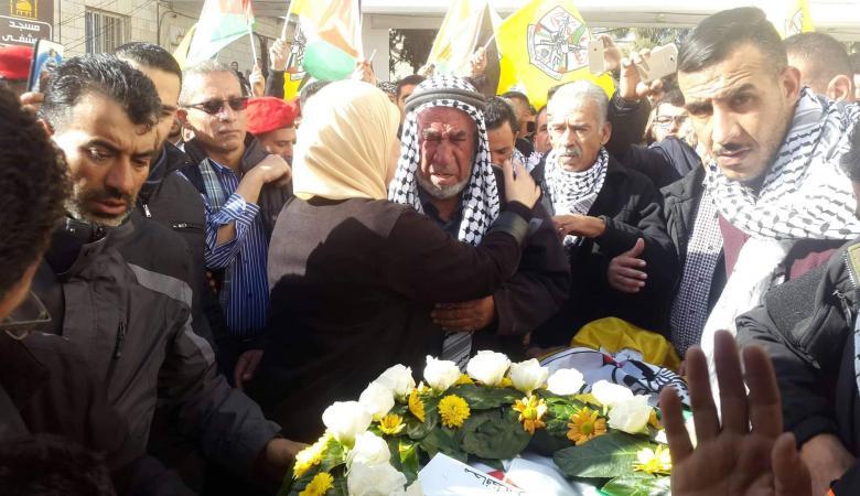 الفلسطينيون في رام الله يشيعون جثمان الشهيد النعسان