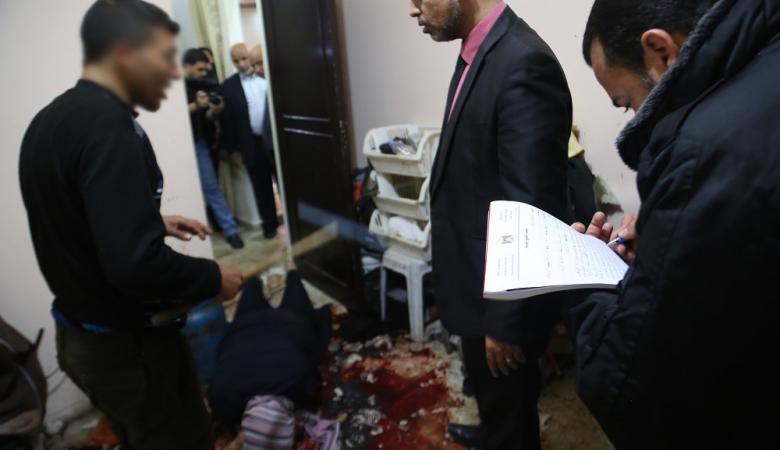 قاتل المغدورة نسرين ابو حسنين من غزة يمثل جريمته