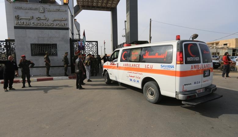 مصر تعيد 8 جرحى إلى غزة لوجود مشكلات في جوازاتهم