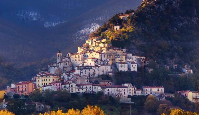 قرى مذهلة بإيطالياتقدم 900 الف يورو  لمن ينتقل للعيش فيها!