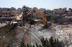 قوات الاحتلال تهدم منزل لعائله فراح في حي بيت حنينا في القدس 