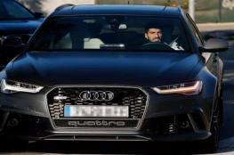 شركة عالمية تطالب لاعبي برشلونة بإعادة سياراتها