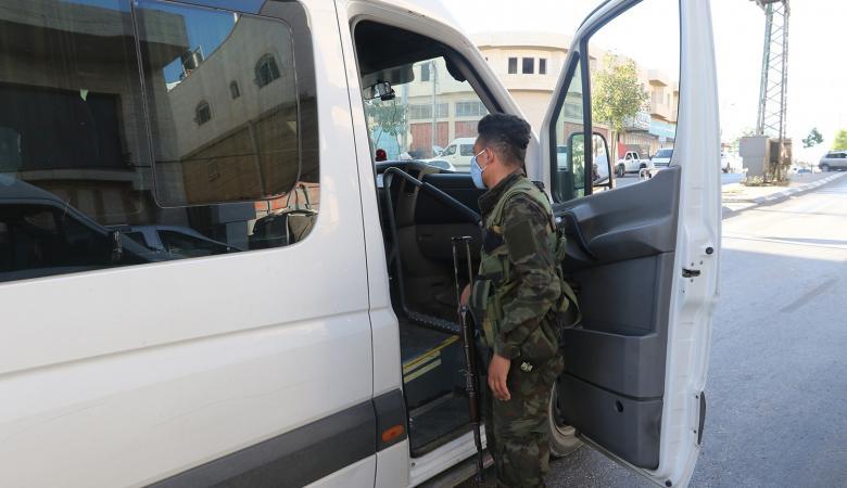 الشرطة تغلق 104 محلات في قلقيلية وجنين لمخالفتها حالة الطوارئ