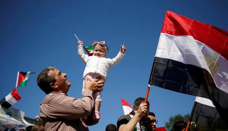 أهالي قطاع غزة يحتفون بالميادين العامة بتوقيع اتفاق المصالحة