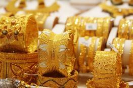 الذهب يتعرض لخسائر فادحة