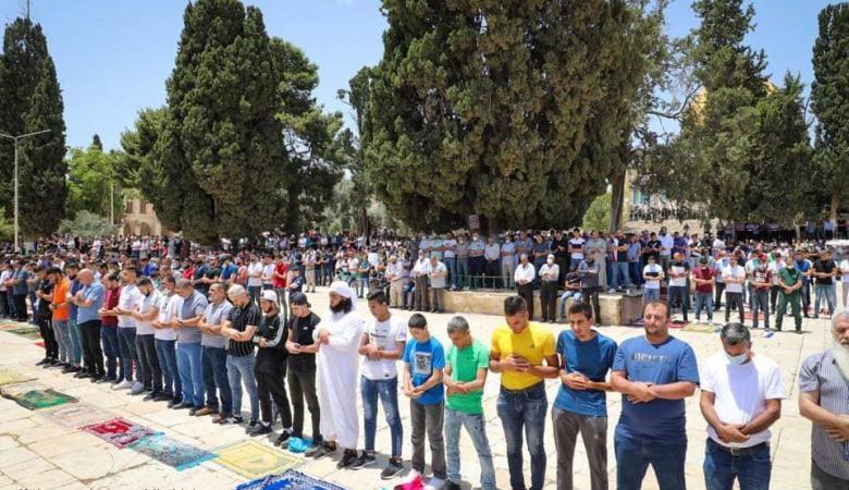 """50 ألف مصلّ يؤدون """"الجمعة"""" في المسجد الأقصى"""