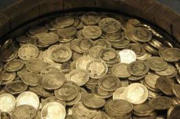 رجل محظوظ ..فاز بـ 800 الف دولار ومن ثم عثر على كنز مليء بالذهب