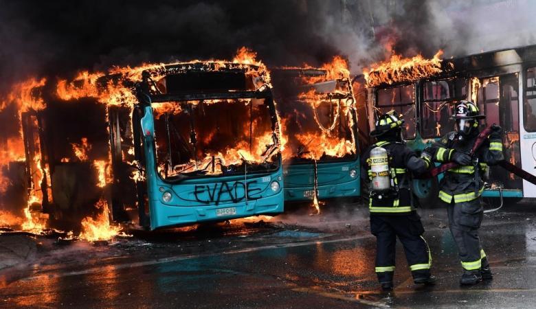 3 قتلى في تشيلي.. والاحتجاجات تتحدى الطوارئ