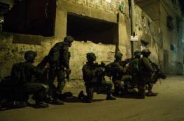 الاحتلال يعتقل 7 مواطنين في حملة مداهمات بالضفة الغربية