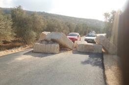 الاحتلال يغلق طريقاً داخلياً في بلدة عصيرة القبلية بمحافظة نابلس