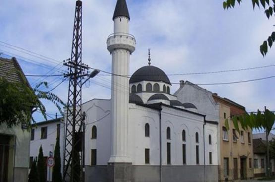 وسط احتجاجات كبيرة من المسلمين هناك.. السلطات الصربية تهدم مسجدًا اليوم