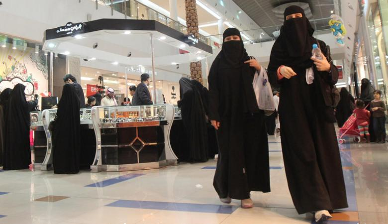 السعوديون يستعدون لموجة غلاء كبيرة في الأسواق المحلية خلال العام الحالي