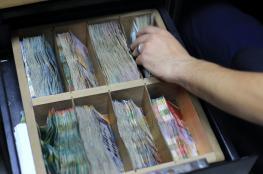 الدولار يواصل الهبوط مقابل الشيقل