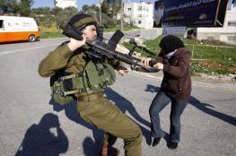 الاحتلال يعتقل فتاة من سلفيت ويهدم منشآت غرب المدينة