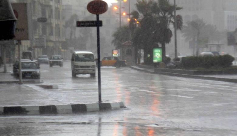 حالة الطقس: انخفاض ملموس على الحرارة وأمطار غزيرة مصحوبة بعواصف