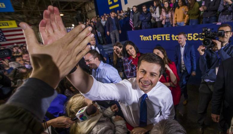 لأول مرة في تاريخ الانتخابات الأمريكية: مثلي الجنس منافس لترامب (صور وفيديو)