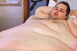 بالصور.. هكذا وصل وزن هذا الرجل إلى 380 كيلوغراماً