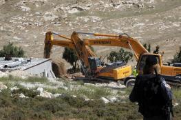 جرافات الاحتلال تهدم منزلا قيد الانشاء شمال الخليل