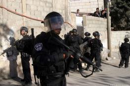 شاهد ..جنود الاحتلال يدنسون مسجد الاربعين في العيسوية