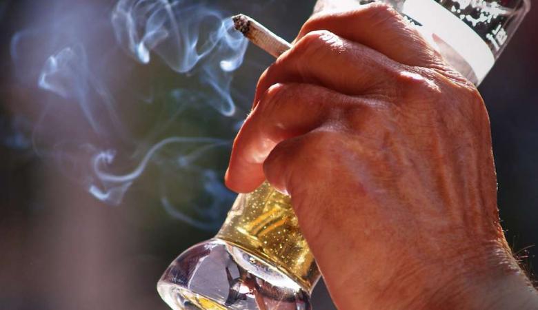 تحذير : المخدرات والكحول تزيد من هرمون الانوثة عند الرجال