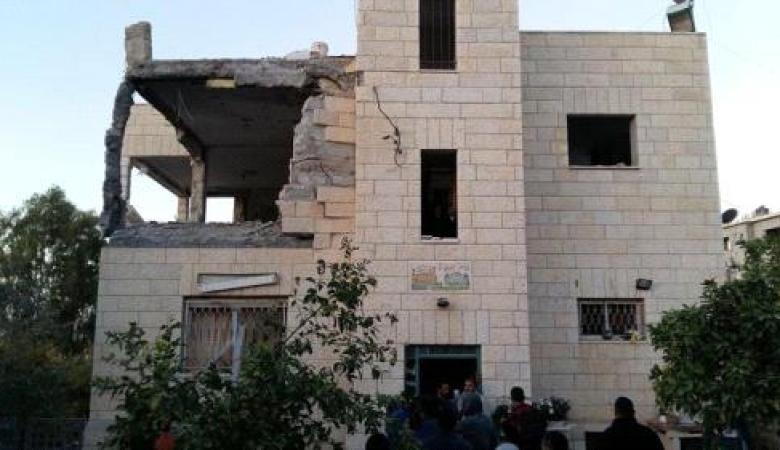 """الاحتلال يفجر منزل الشهيد """"نمر الجمل """"  ويهدم آخر في العيسوية بالقدس"""
