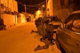 الاحتلال يصيب شابا ويعتقل آخرين في نابلس وطوباس