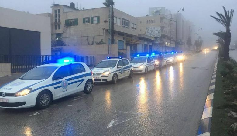 الشرطة تقدم نصائح وإرشادات للسائقين أثناء القيادة في الطقس الماطر