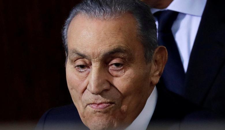 شاهد: أول ظهور للرئيس المصري الأسبق بعد خضوعه لعملية جراحية