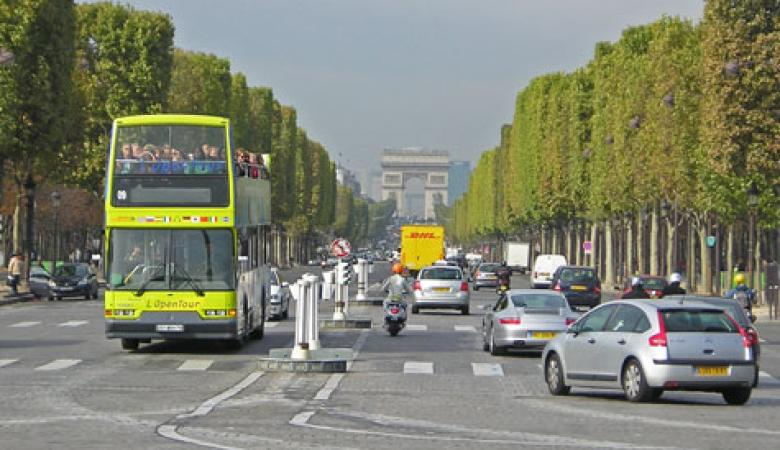 الشعب الفرنسي يعطل حركة السير في باريس