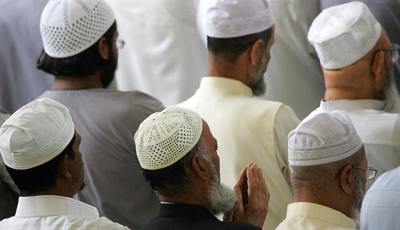 أكبر مجمع اسلامي يحذر المسلمين من الاستماع لاغنية او الترويج لها