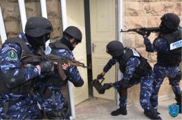 الشرطة تقبض على ثلاث فتيات بتهمة الرقص في الشارع وخدش الحياء العام