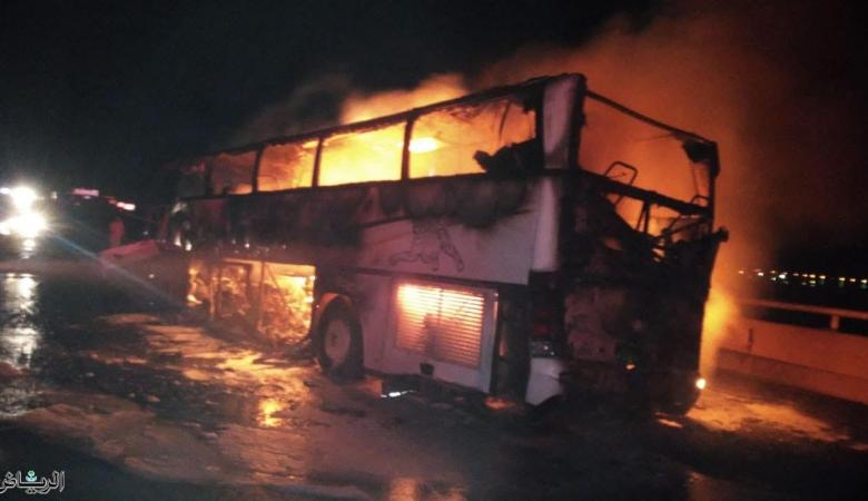 لحظات الفاجعة ..وفاة 30 معتمرا حرقا داخل حافلة في السعودية