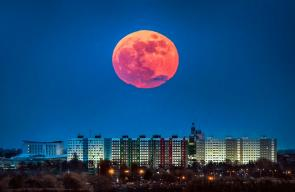 صور من حول العالم لظاهرة القمر الازرق الدموي العملاق الذي ظهر يوم أمس