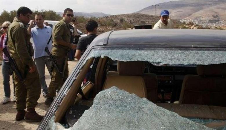 المستوطنون يهاجمون مركبات المواطنين بالحجارة جنوب غرب بيت لحم