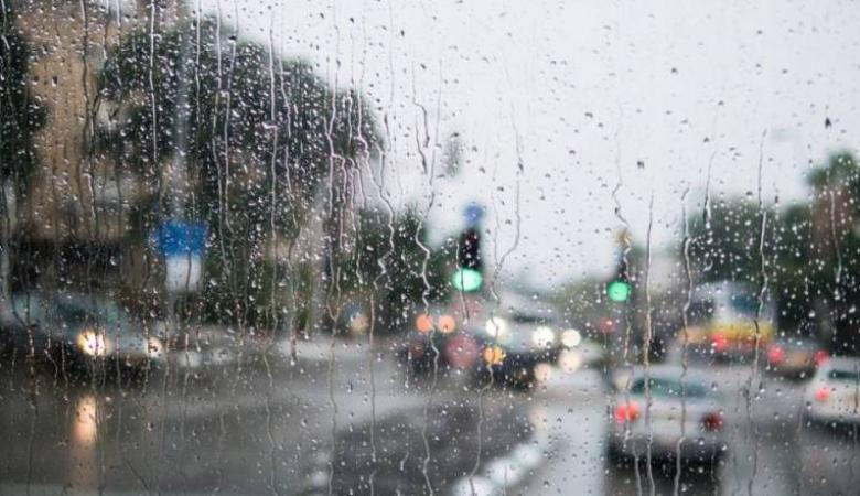 الطقس: أمطار متفرقة وأجواء شديدة البرودة