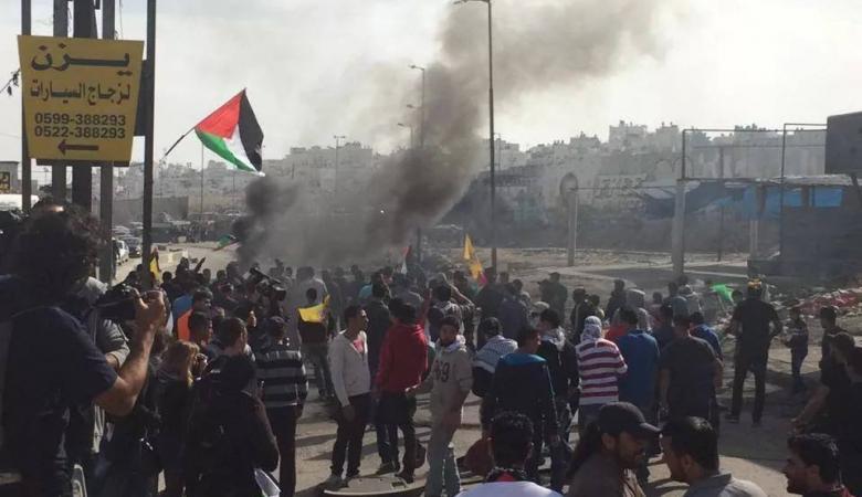اصابة شاب بالرصاص الحي في مواجهات قلنديا