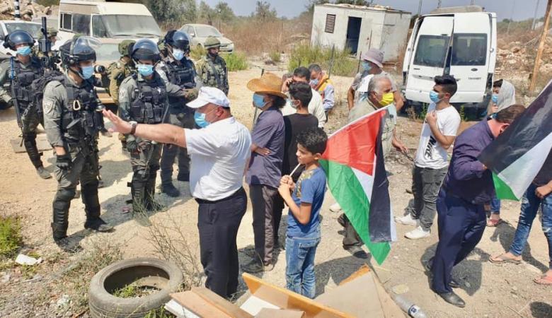 الاحتلال يمنع أهالي قرية حارس من الوصول إلى أراضيهم المهددة بالاستيلاء عليها