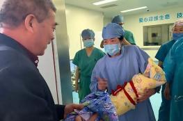 سيدة صينية عمرها 67 عاما تنجب طفلة بصحة جيدة