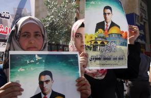 الخليل - وقفة تضامنية تطالب بتسليم جثامين الشهداء.