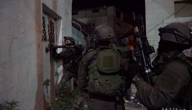 الاحتلال يعتقل 8 مواطنين من بينهم فتاة في الضفة الغربية