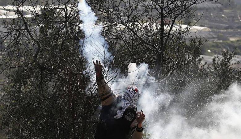 إصابة شاب بالرصاص الحي خلال قمع الاحتلال مسيرة في عابود برام الله