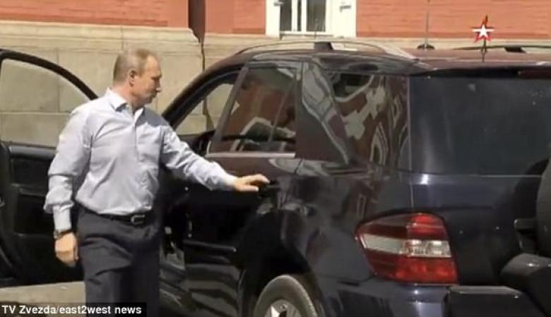 """شاهد.. بوتن يكشف """"حبيبته"""" والتلفزيون الروسي يقطع اللقطة"""