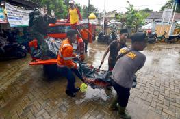ارتفاع حصيلة ضحايا تسونامي إندونيسيا إلى 222 قتيلا