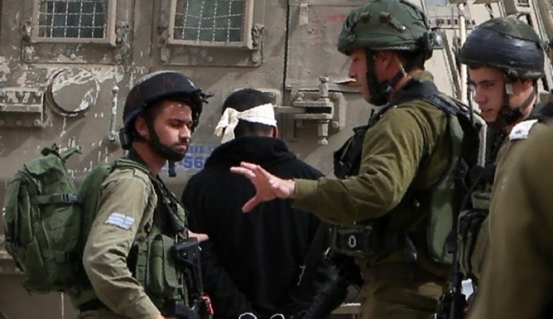 اعتقال 11 فلسطينيا بالضفة الغربية