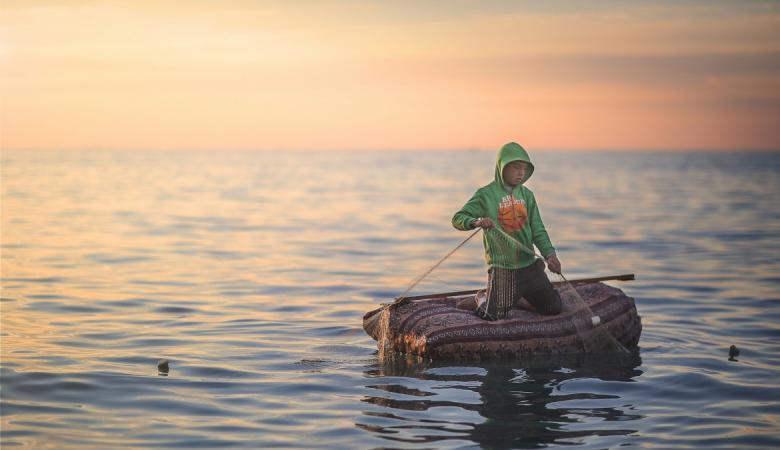احتجاجاً على استشهاد زميلهم.. الصياديون في غزة لن ينزلوا إلى البحر